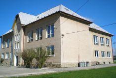 Budova Základnej školy vTrávnici